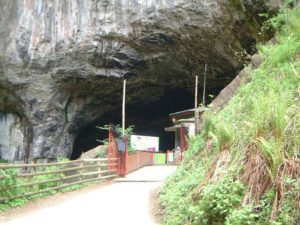 peak cavern entrance titan cave castleton
