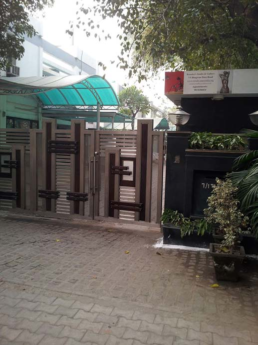 gate of apartment complex where arvind kejriwal lives