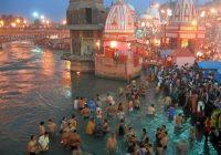 Evening prayers at Har-Ki-Pairi Ghat in Haridwar