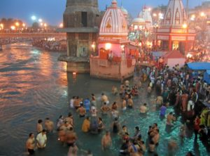 Evening prayers at Har-Ki-Pairi Ghat in Haridwar