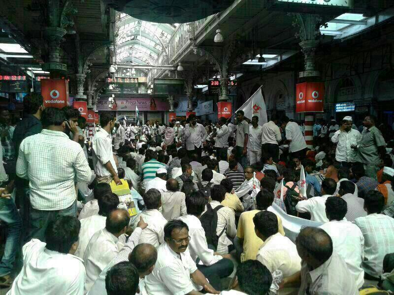 Hundreds farmers/disabled gather at Mumbai CST railway station 2 press for demands. All ticketless? ~ Rajendra Aklekar, DNA