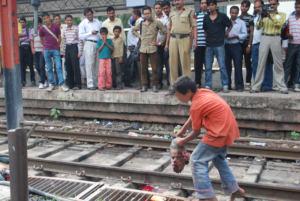 Does Indore station routinely exploit rag picker children to pick dead bodies?