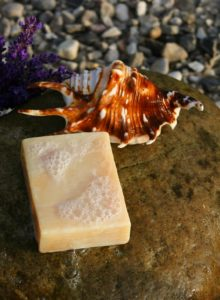 Handmade soap with extract of stinging nettle (Urtica dioica) by Malene Thyssen