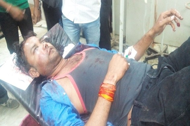 Journalist Ashish Vishwakarma attacked by BJP leaders