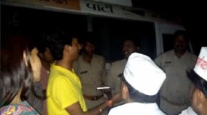 Police demanding that Dr. Kumar Vishwas's family leave Amethi in the middle of the night
