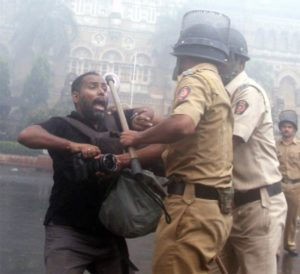 Atul Kamble cameraman of MidDAY getting beaten by police