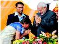 Maya Kodnani bowing before Modi