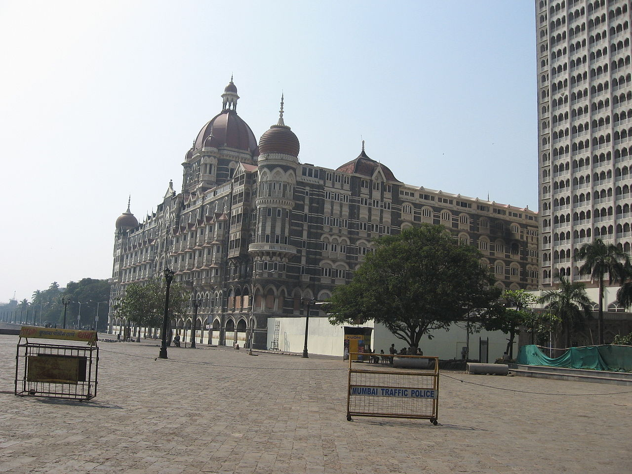 Cordon at Taj Mahal hotel during Mumbai 26/11 Attack